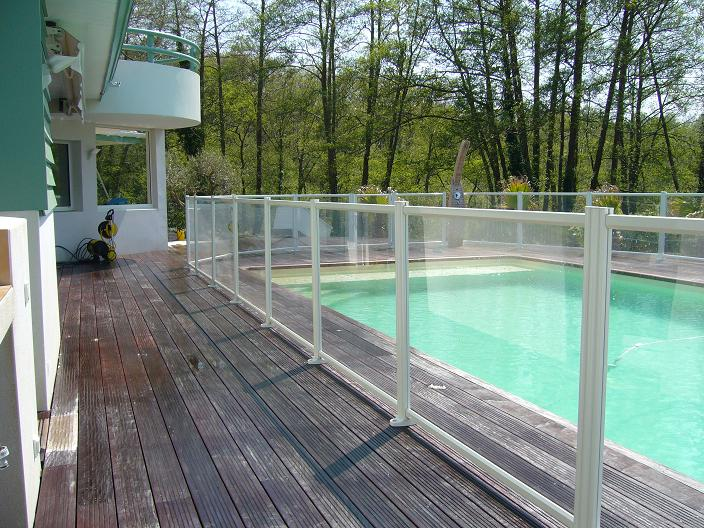 Barri re de piscine s curit de piscine devis gratuit for Barriere de protection piscine